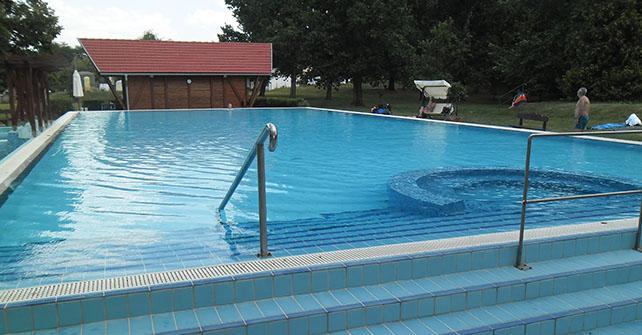 25 méteres úszómedence