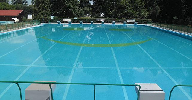 33 méteres úszómedence