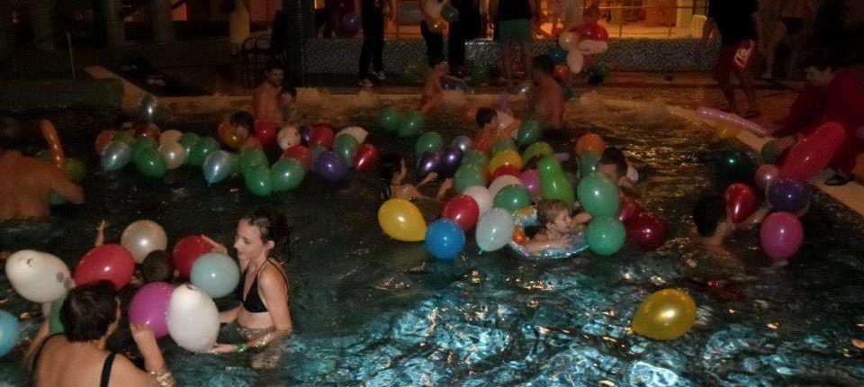 Éjszakai fürdőzés a Tamási Fürdőben